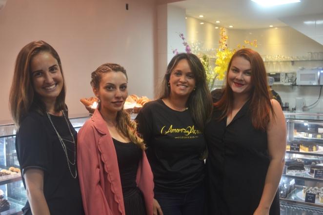 Com Aline Zanardo (Rock This Town), Arine (Blitz Vix) e a proprietária do Amor com Açúcar, Andrea Santos Valverde