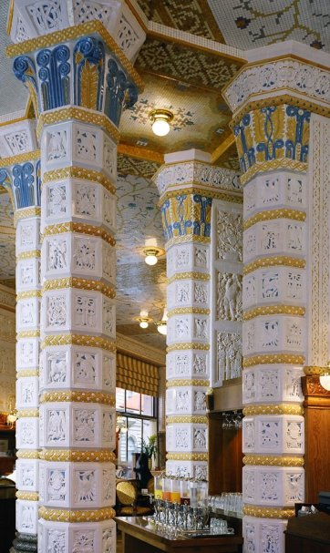 magnitude do café imperial em praga, com colunas e boa linda decoração