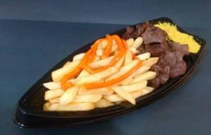 carne, farofa e batata frita com cheddar