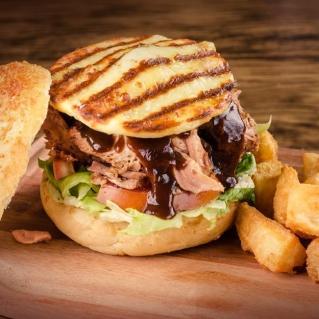 hambúrguer de costela desfiada pulled pork